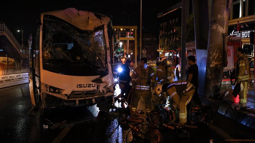 İstanbul'da polis midibüsü kaza yaptı!