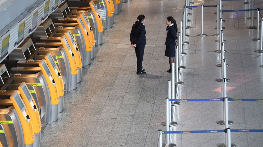 Almanya'da bin 300 uçuş iptal edildi, 180 bin yolcu mağdur