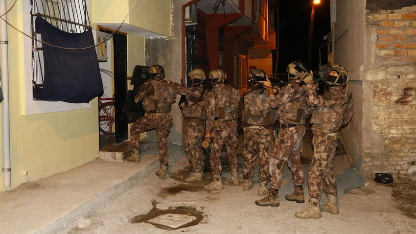Aranıyorlardı, 16'sı da Balıkesir'de yakalandı!