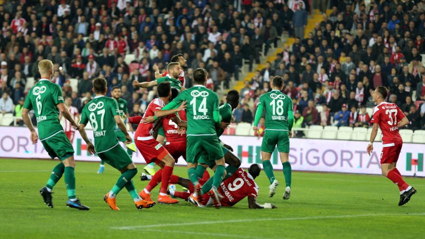 Yeni lider Konyaspor'u deviren Sivasspor