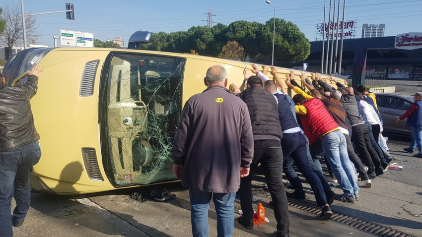 İstanbul'da feci kaza: Yaralılar var