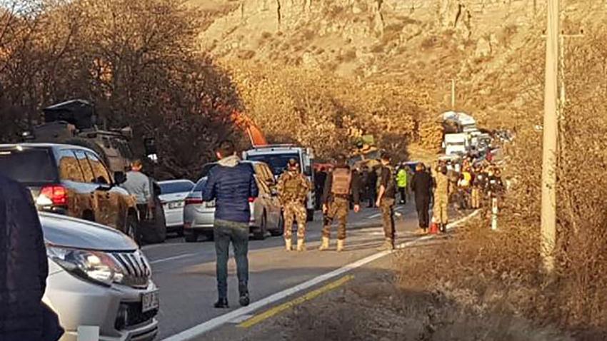 Tunceli'de askeri zırhlı araç devrildi
