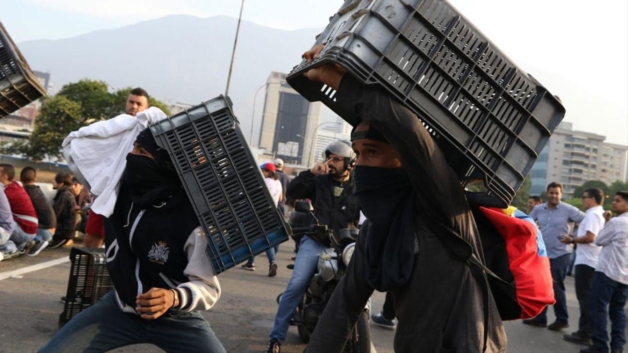Venezuela'daki darbe girişiminden kareler...