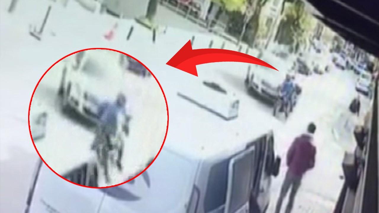 Motosiklet minibüsün altına girdi!