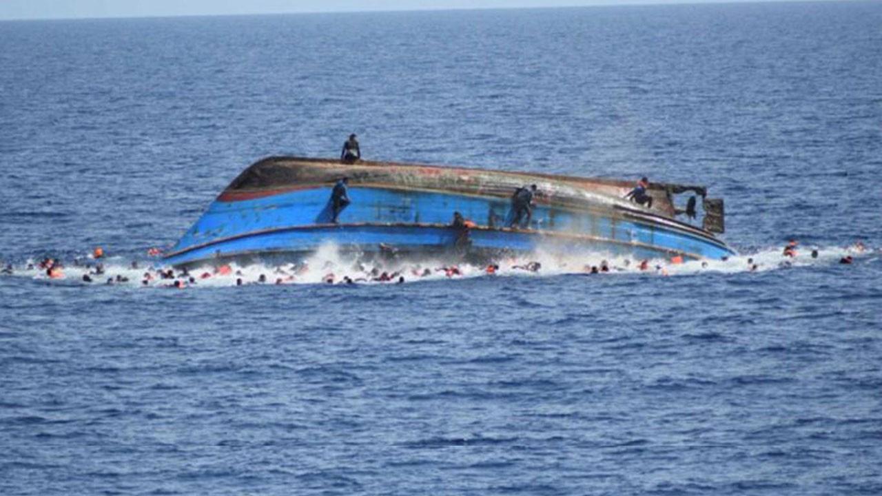Akdeniz'de göçmen teknesi faciası: En az 50 ölü