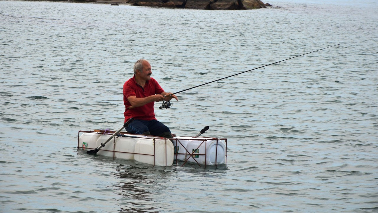 Balık sevdası bidondan tekne yaptırdı