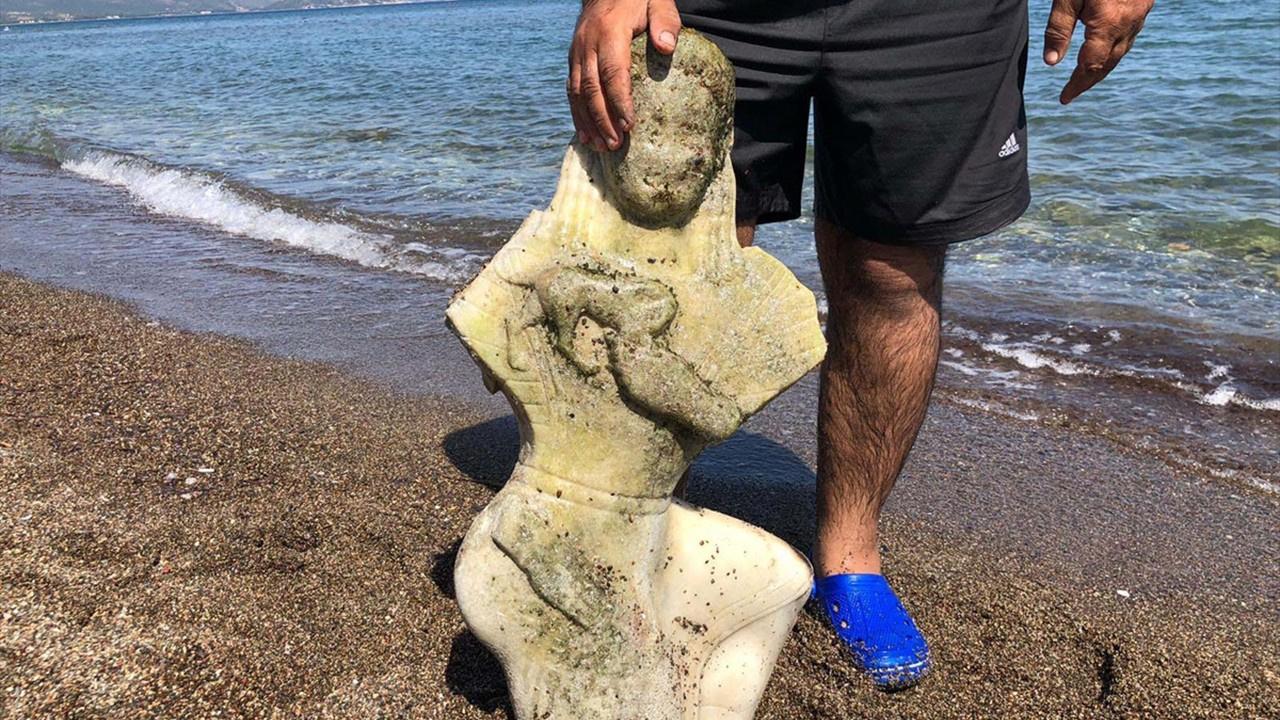 Denizin dibinde parlayan cisim dikkatini çekti