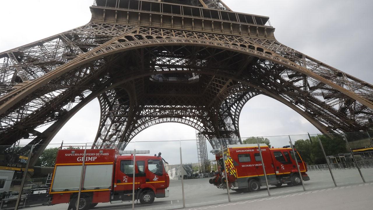 Paris'te alarm: Eyfel Kulesi tahliye edildi!
