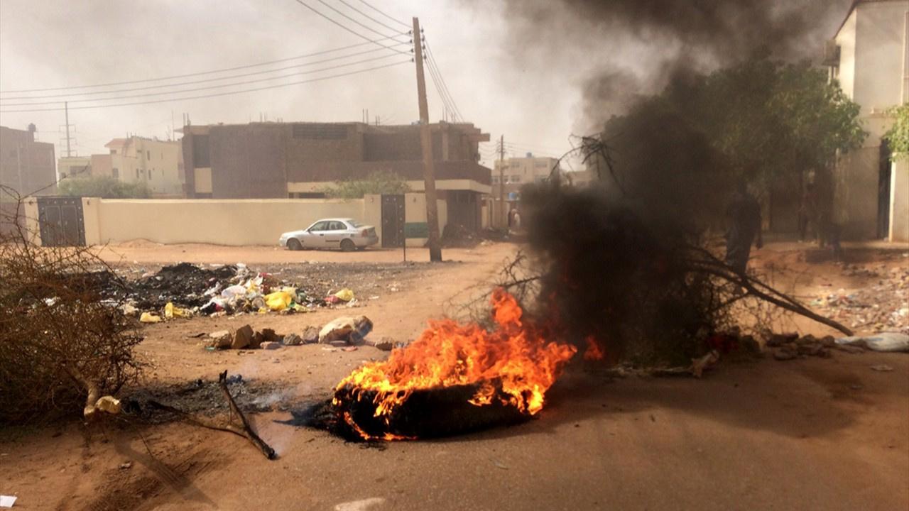Sudan ordusu demokrasi nöbetine müdahale etti