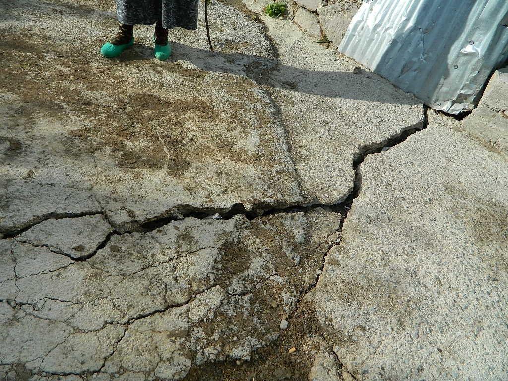 Savaşır Köyü'nde yer yarıldı, duvarlar çatladı! - Sayfa 1
