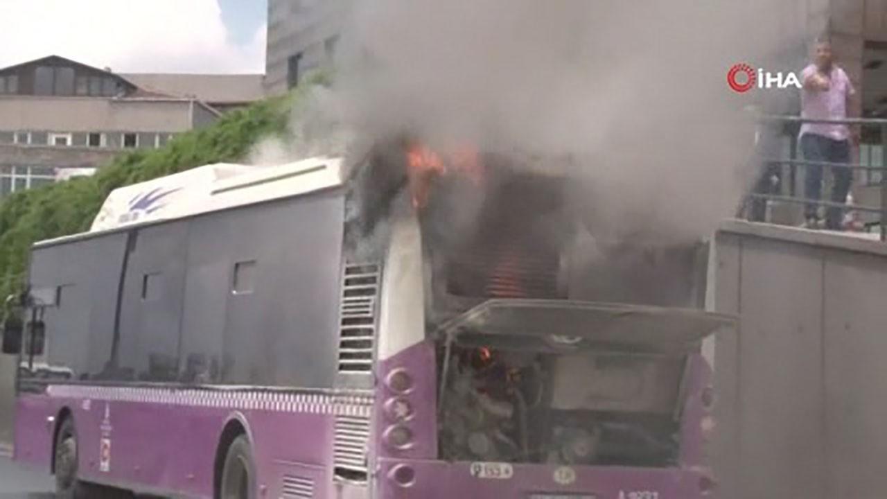 Sefaköy'de otobüs alev aldı!