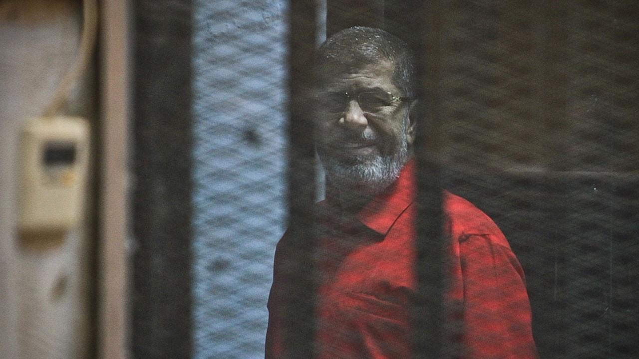 Mursi mahkeme salonunda vefat etti