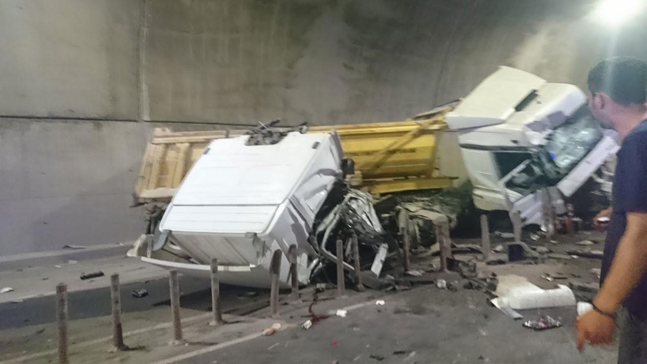 İstanbul'da korkunç kaza!.. Tünel trafiğe kapatıldı!