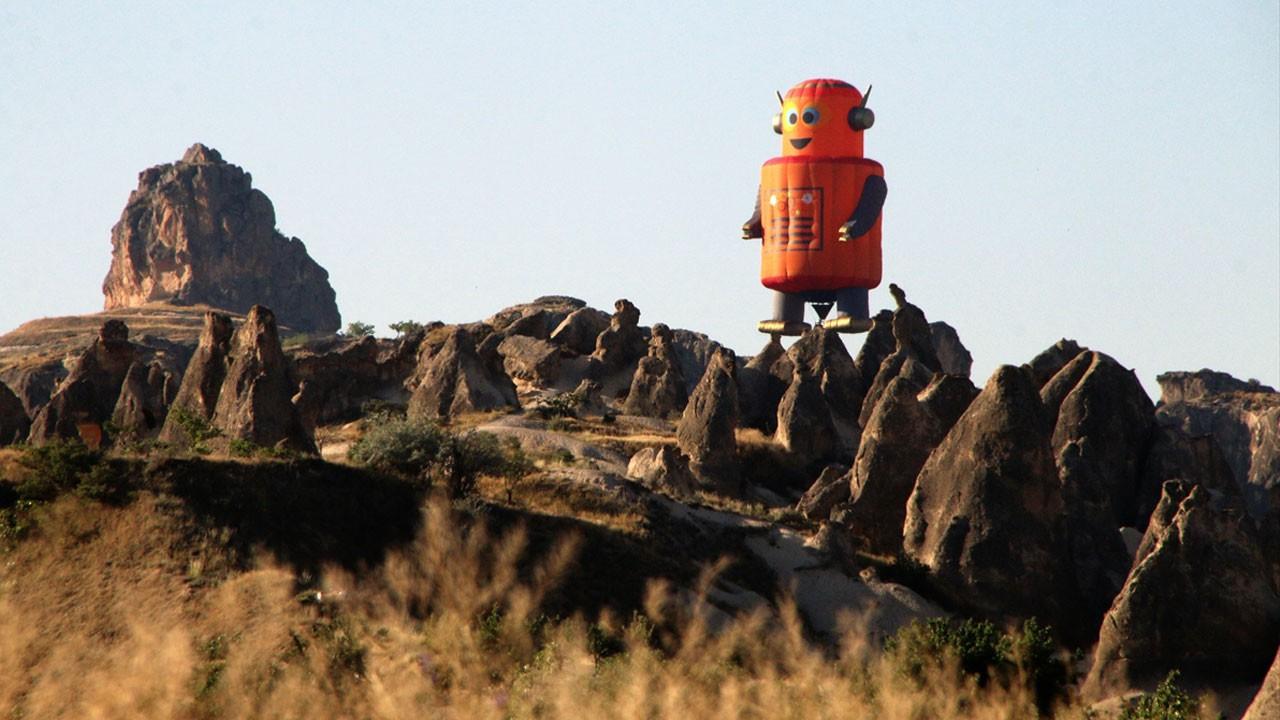 Büyük ilgi gördü!.. Kapadokya semalarında İstakoz, fare, arı, robot, inek...