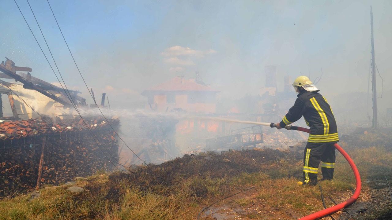 Kastamonu Taşköprü'de yangın: 5 ev kül oldu