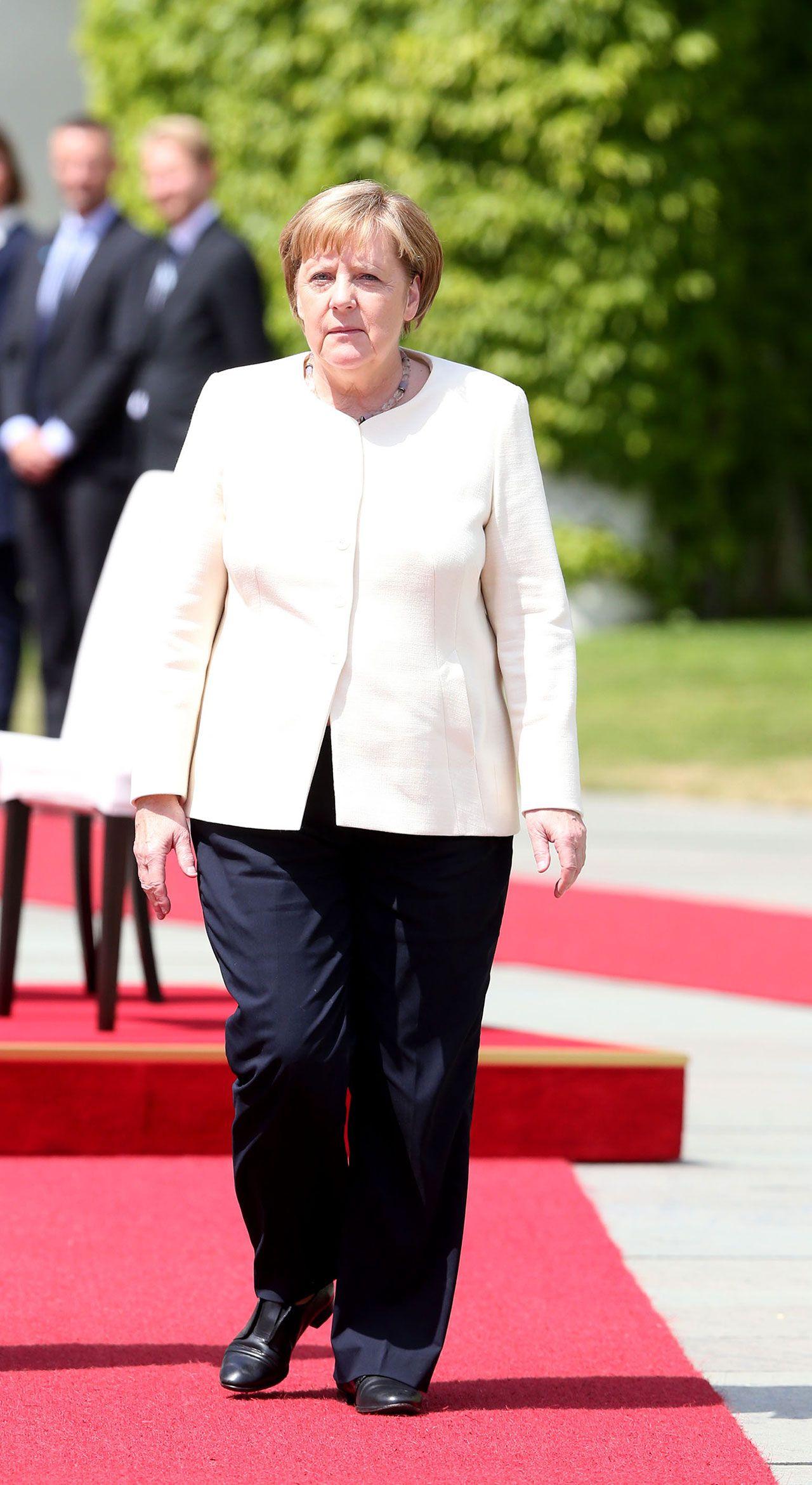 Merkel'e sandalyeli önlem - Sayfa 4