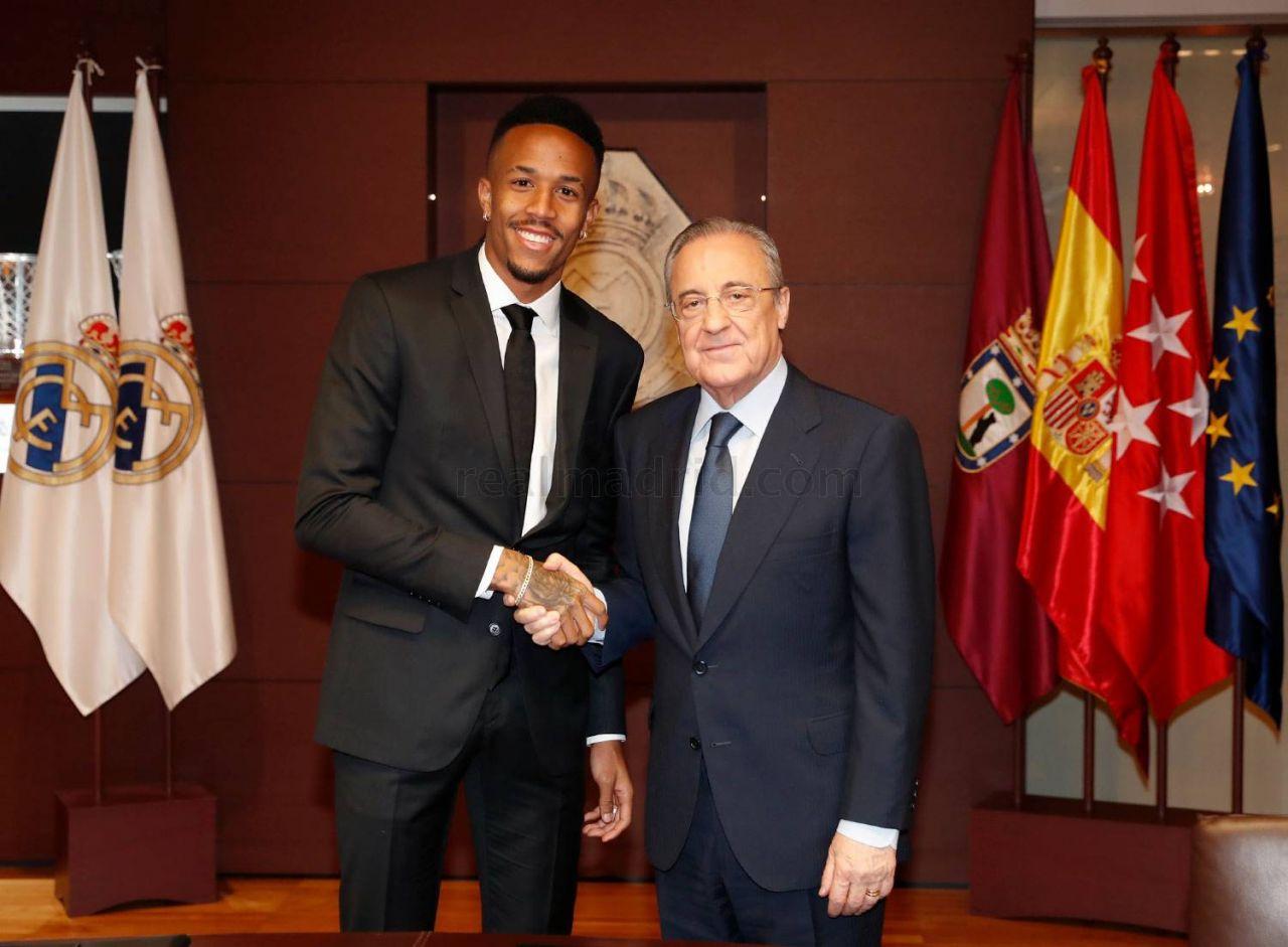Real Madrid'in 50 milyon euroluk yıldızı imza töreninde fenalaştı!.. Önce başını tuttu, sonra..! - Sayfa 4