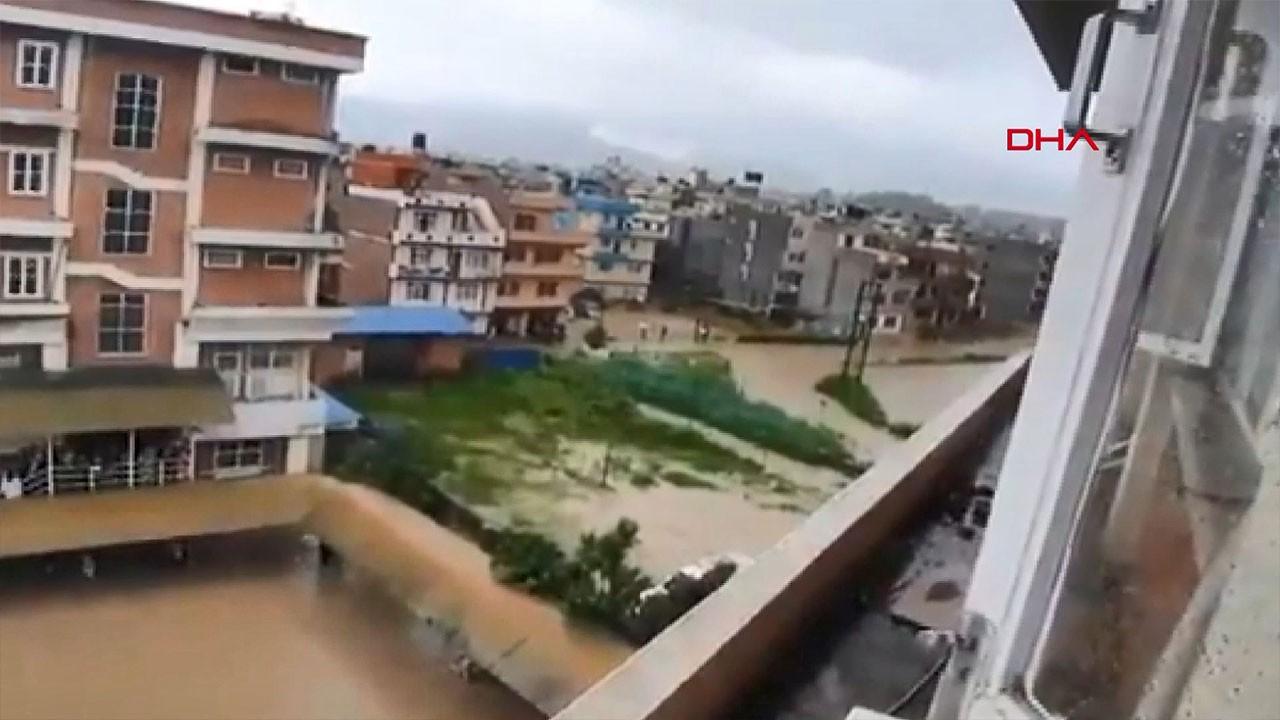 Nepal'de şiddetli yağış ülkeyi esir aldı: 30 ölü