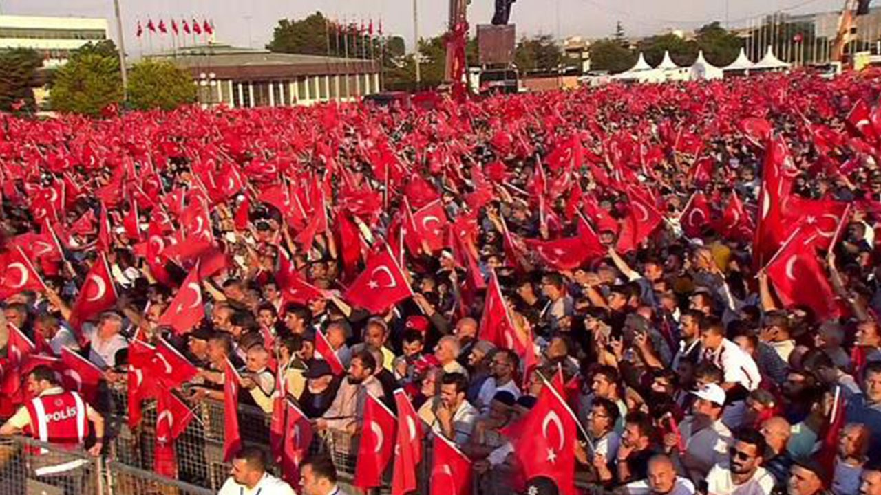 Vatandaşlar, Atatürk Havalimanı'na akın etti