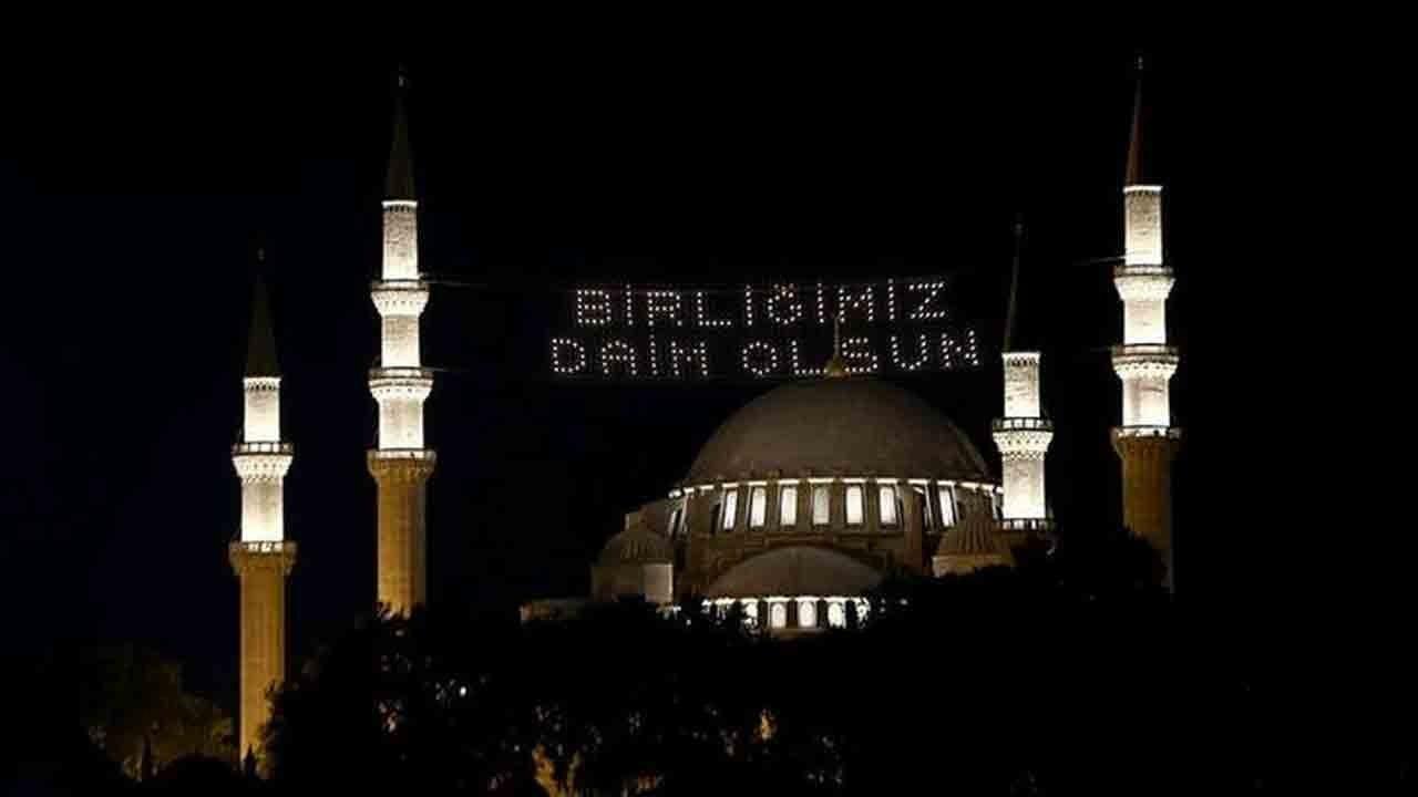 90 bin camide selalar tekrar okundu
