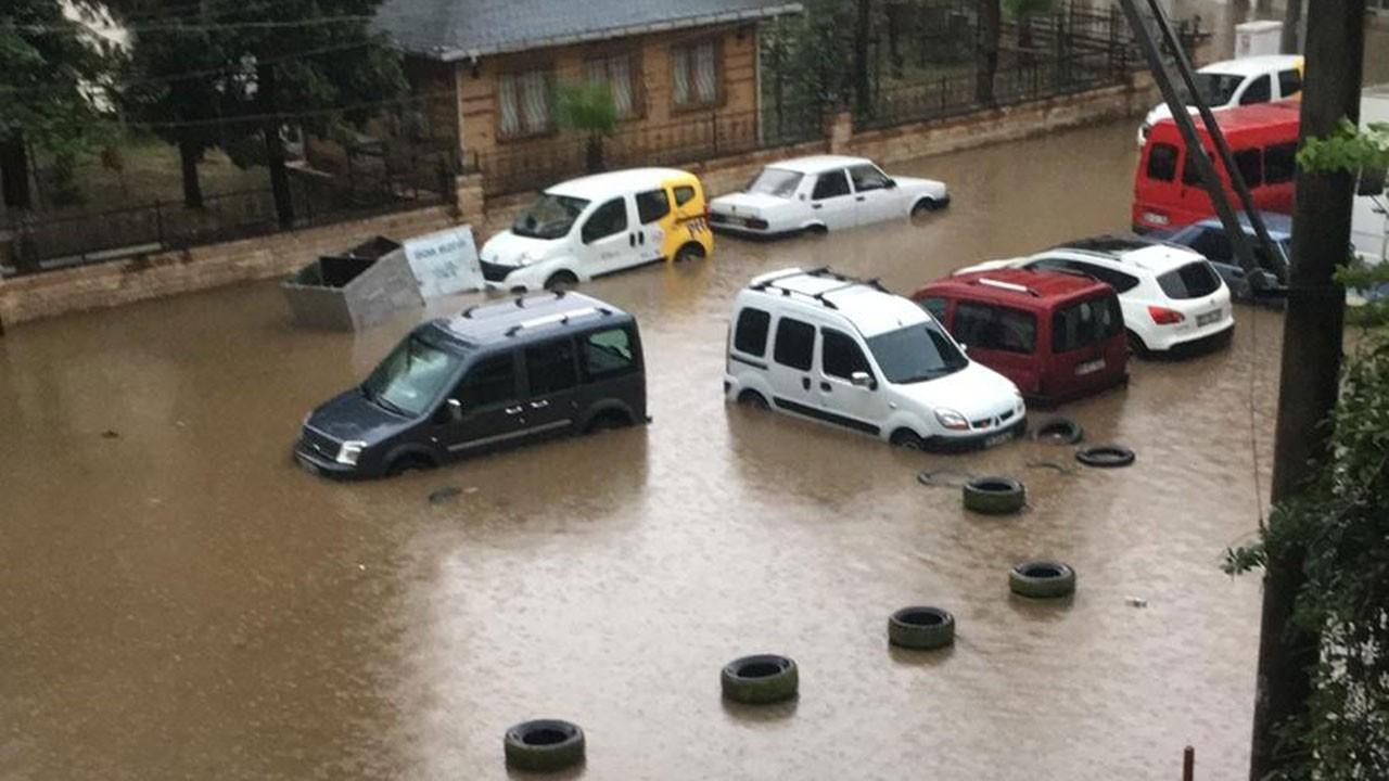 3 ilde ev, işyeri ve hastaneleri su bastı