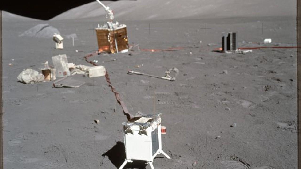 Astronotların Ay'da bıraktığı tuhaf eşyalar