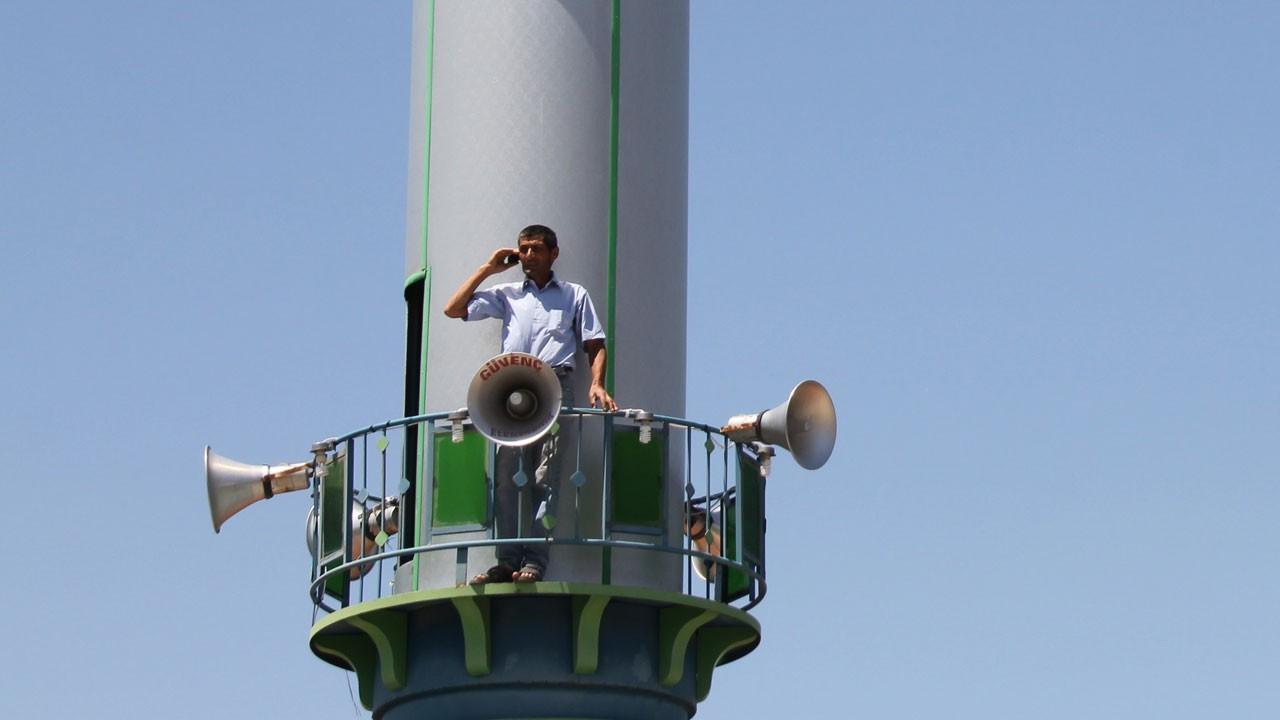 Telefonu çalan minareye koşuyor