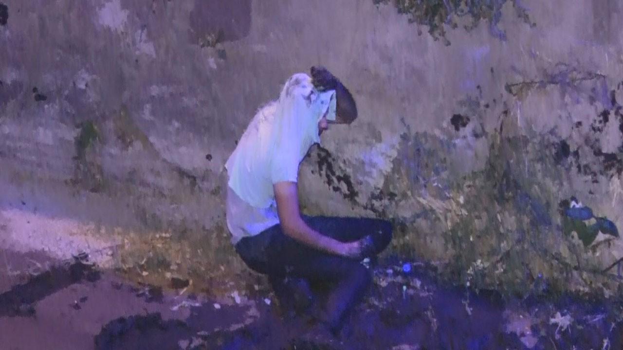 Polisten kaçan alkollü sürücü, çaya düştü