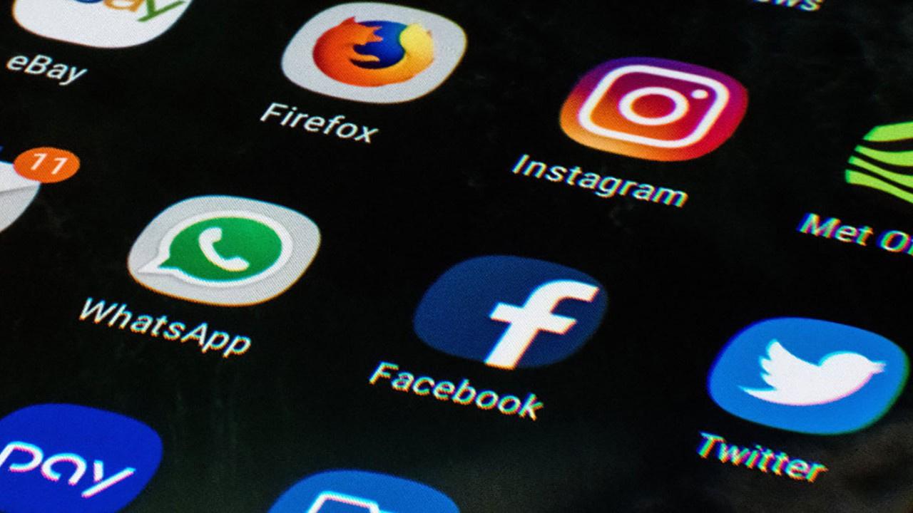 Apple'dan WhatsApp ve Facebook'a kısıtlama