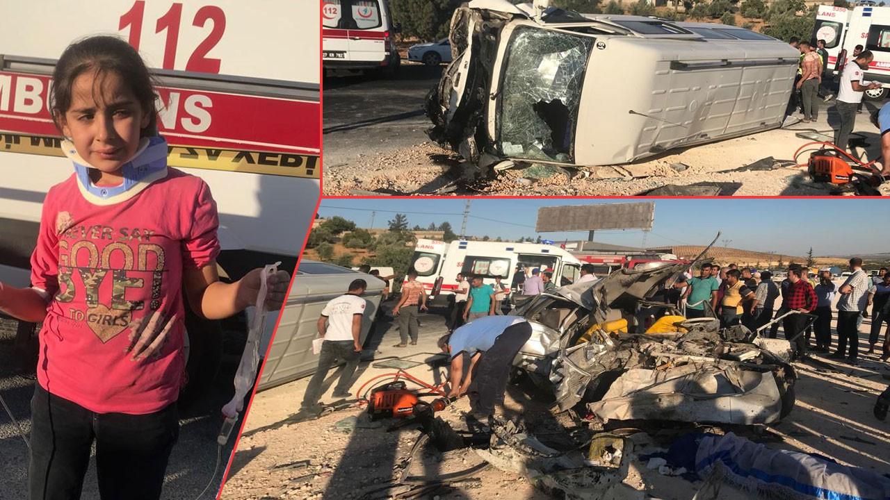 Yolcu minibüsü otomobil ile çarpıştı: Ölü ve yaralılar var