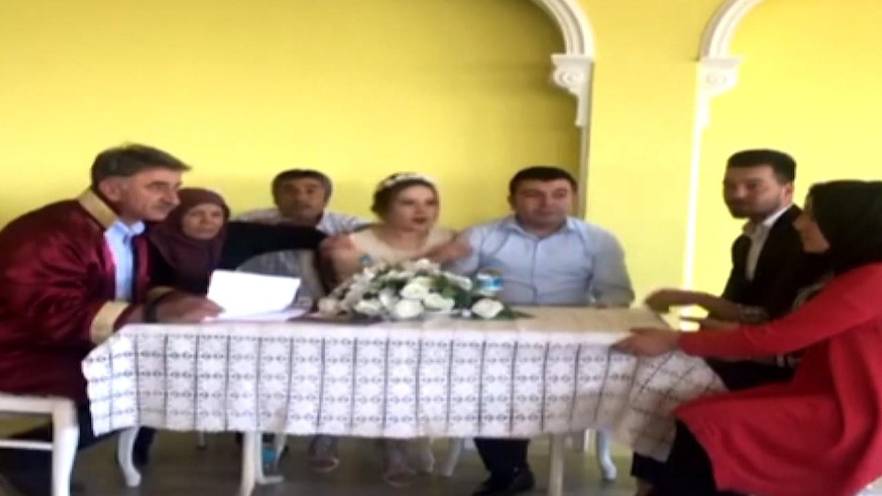 Denizli Depremi'ne nikah masasında yakalandılar!