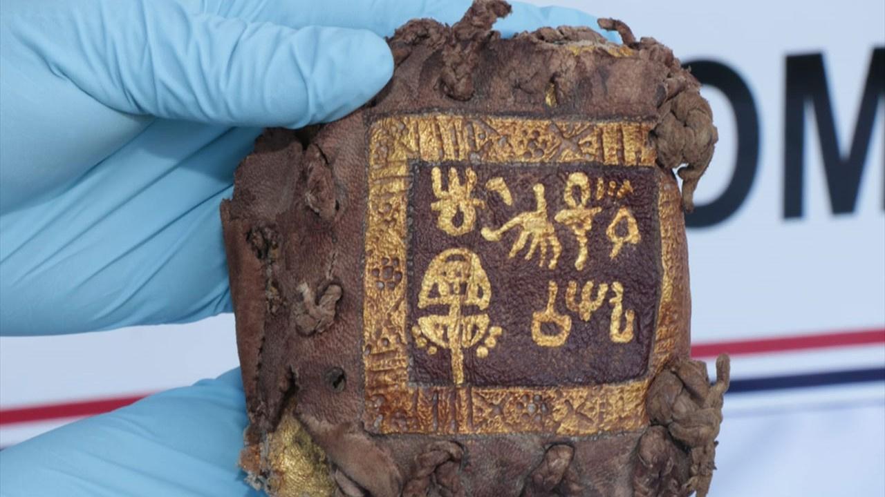 Ceylan derisine altın yazmalı kitap bulundu