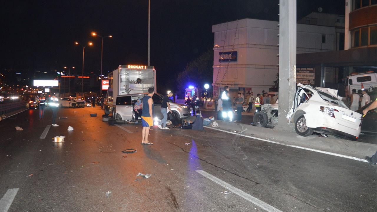 İstanbul trafiğini felç eden kaza!.. Ortalık savaş alanına döndü!