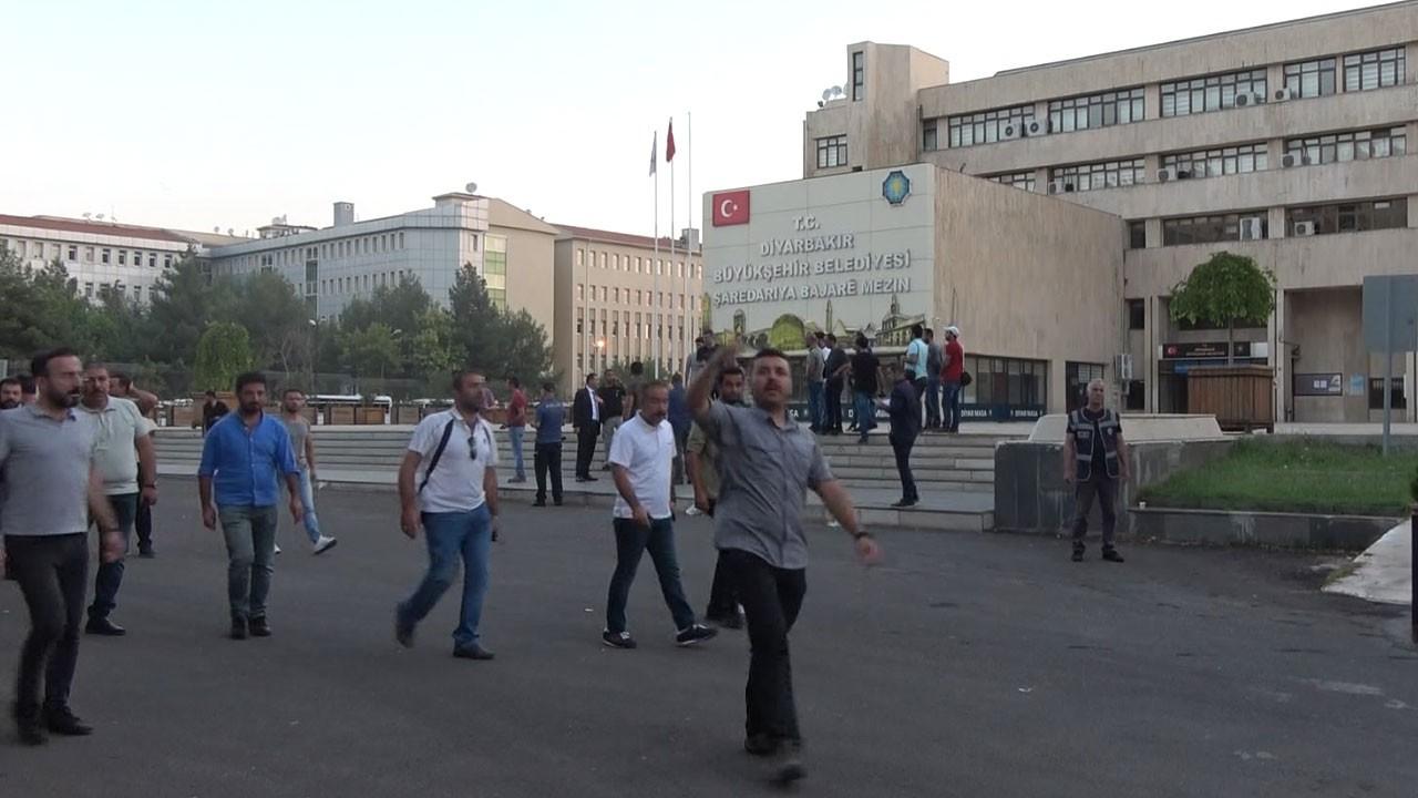 HDP'li 3 büyükşehir belediyesine operasyon!.. 3 belediye başkanı görevden uzaklaştırıldı!