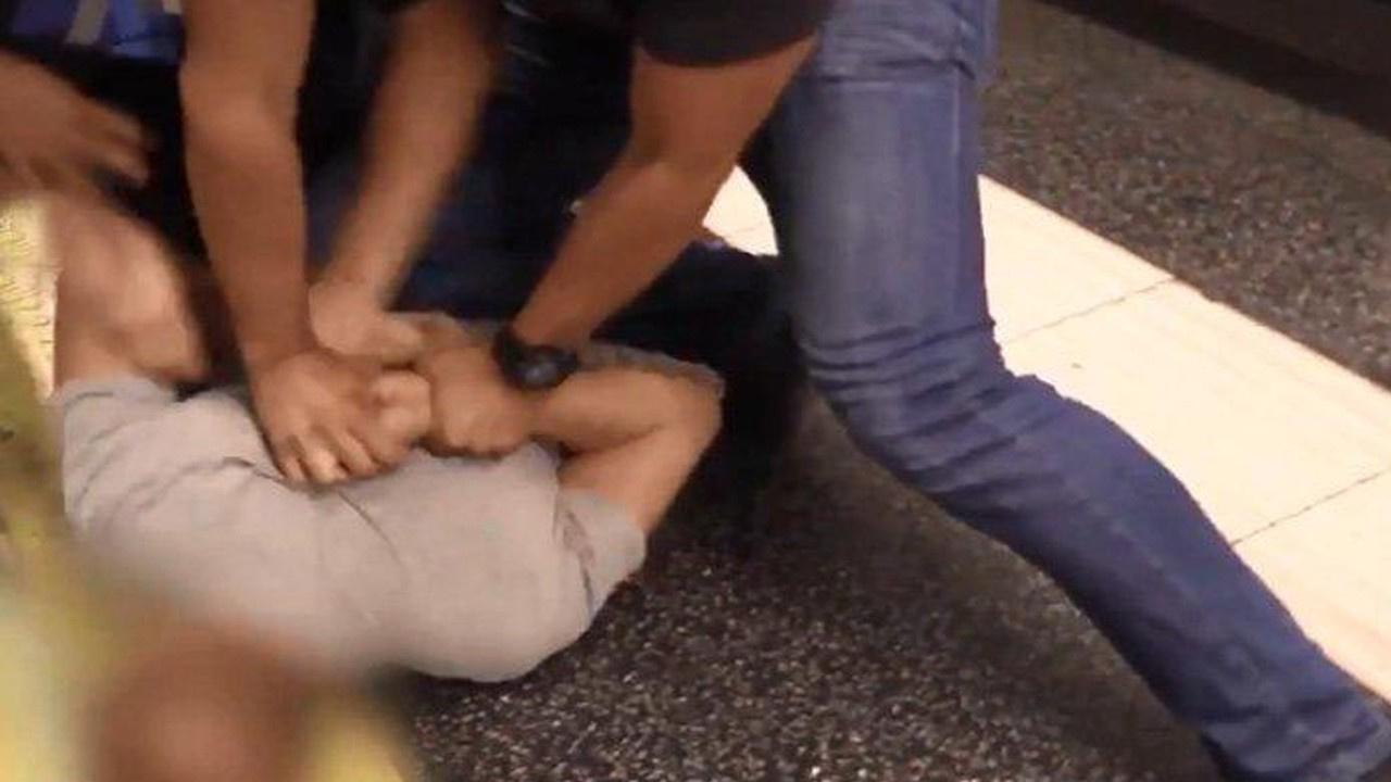 Metroda etek altı görüntü çeken sapık yakalandı!