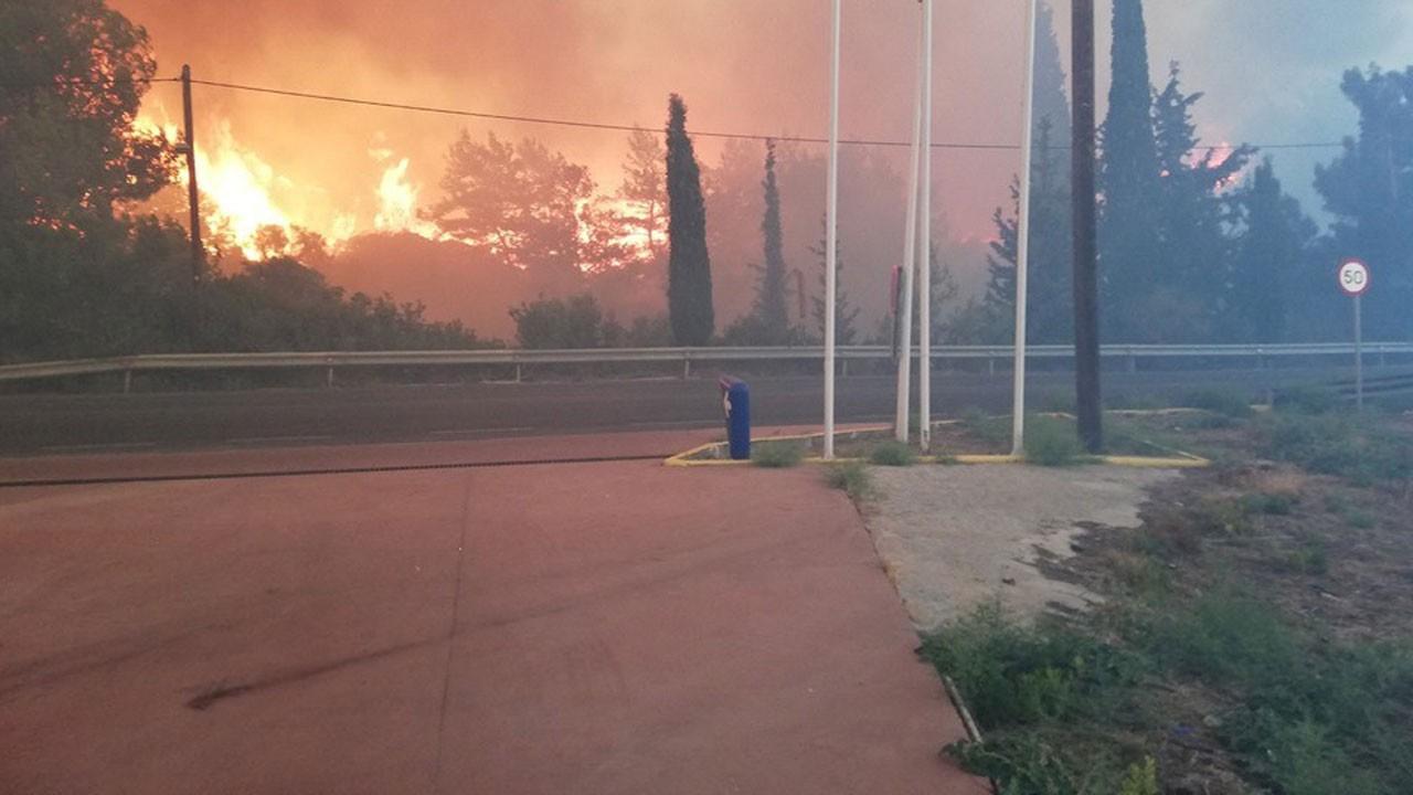 'Komşu' yanıyor!.. Bölgedeki 5 tatil köyü boşaltıldı!
