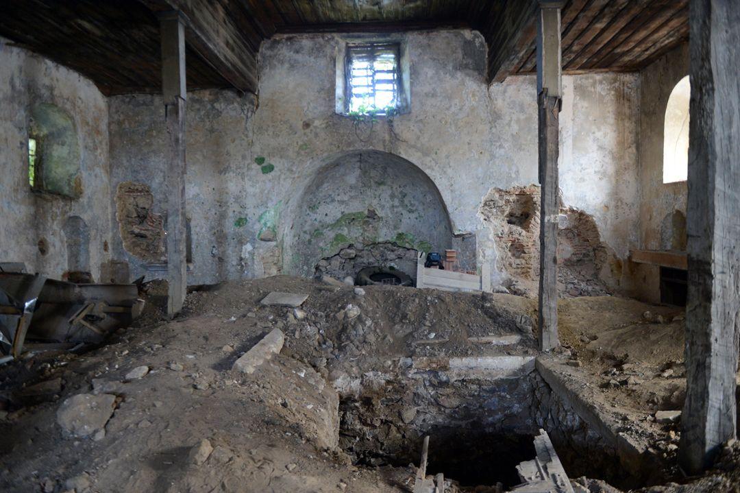 İstanbul'un göbeğindeki tarihi kiliseyi bu hale getirdiler! - Sayfa 4