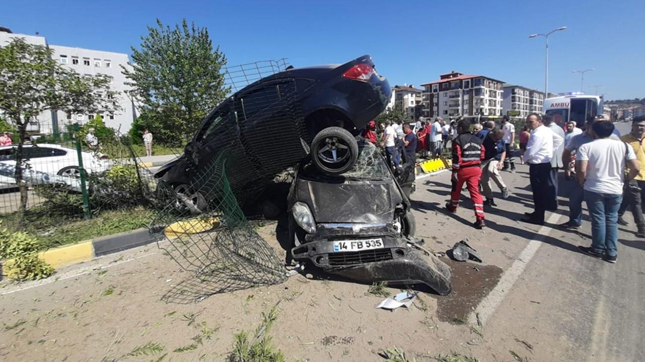 Otomobil diğerinin üstüne çıktı: 8 yaralı