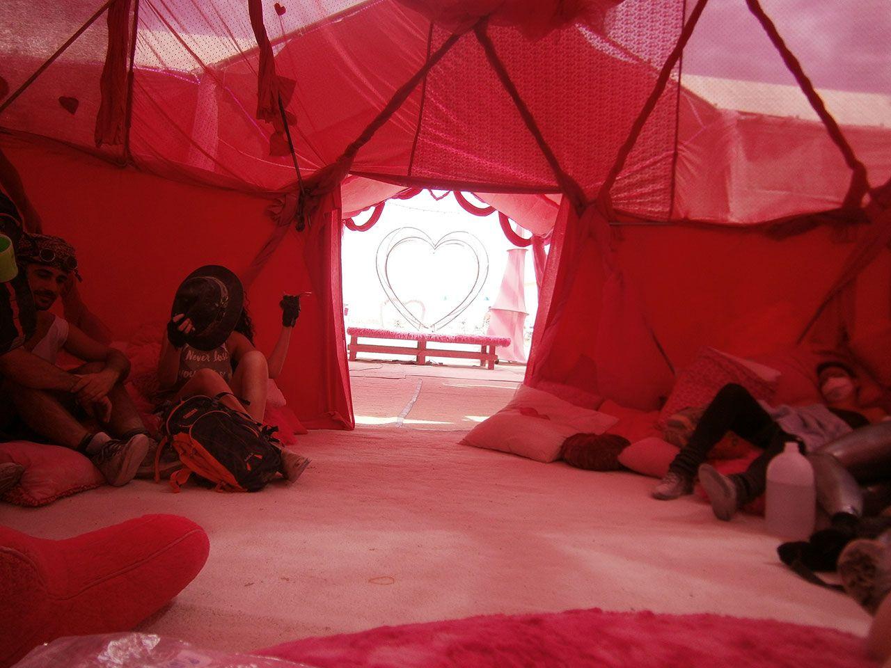 'Burning Man'in gizemli çadırı - Sayfa 3