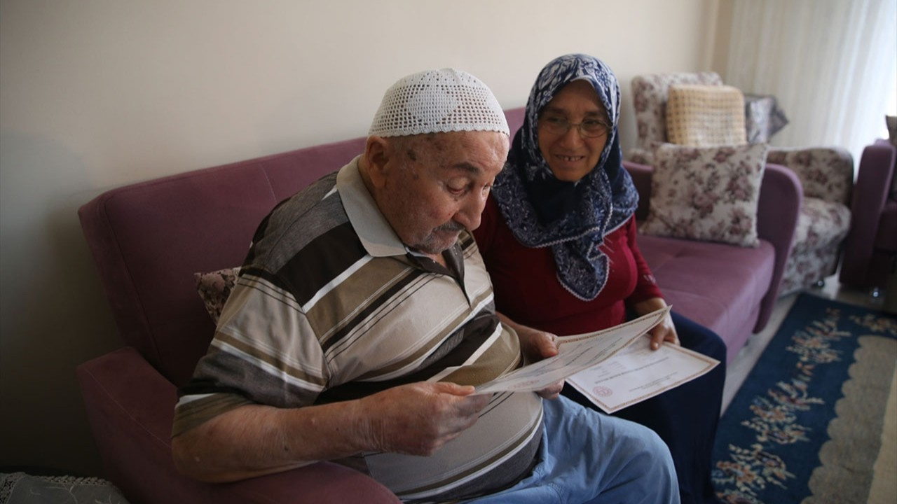 90 yaşında okuma yazmayı öğrendi