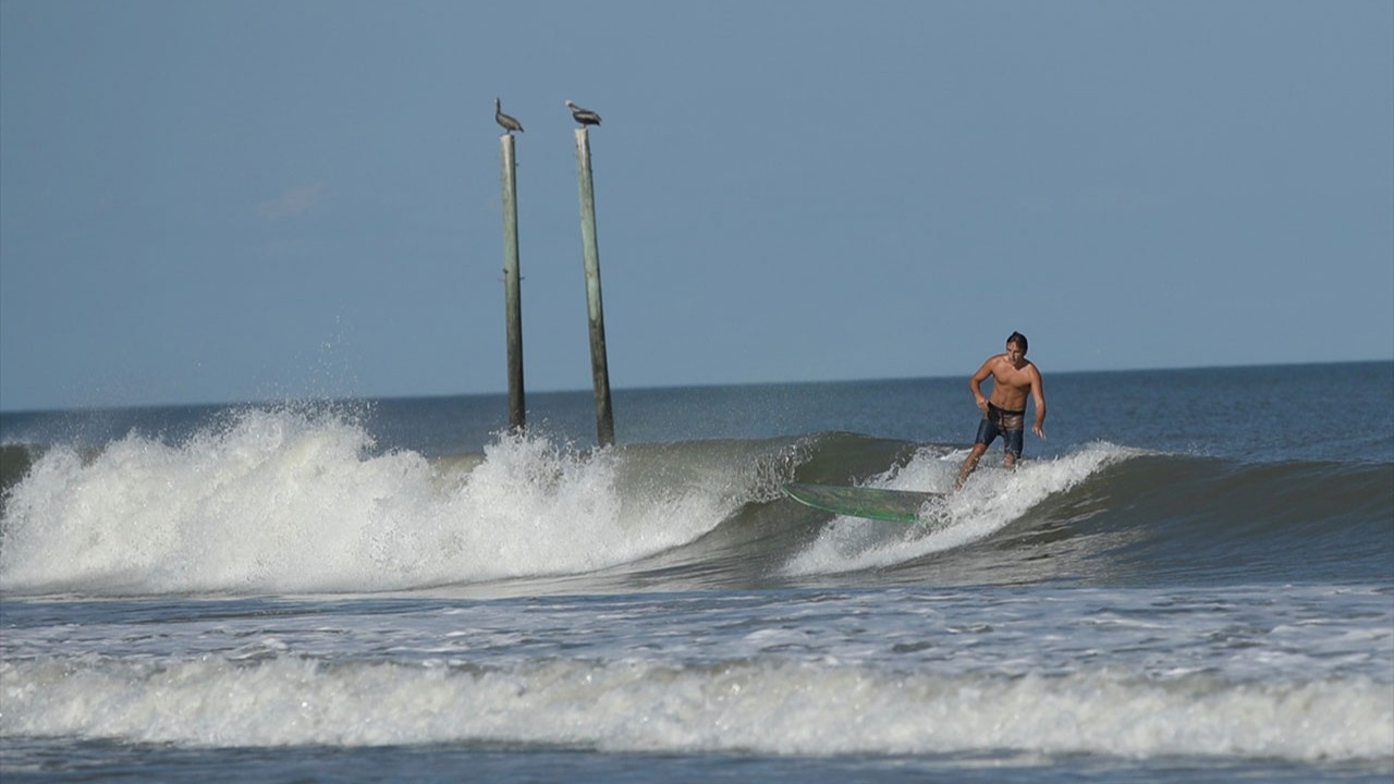 Kasırga denize yönelince halk sahillere akın etti