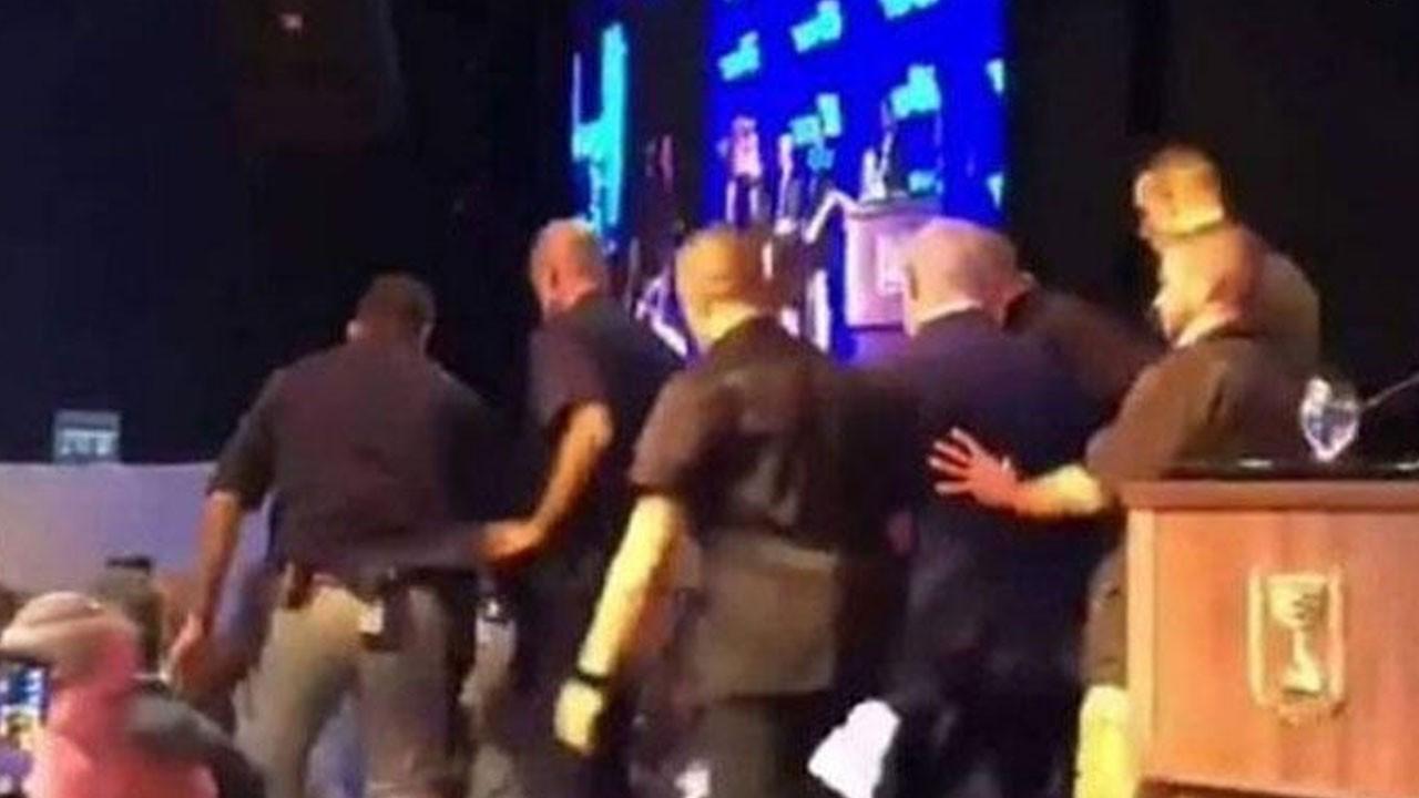 Netanyahu apar topar kürsüden indirildi