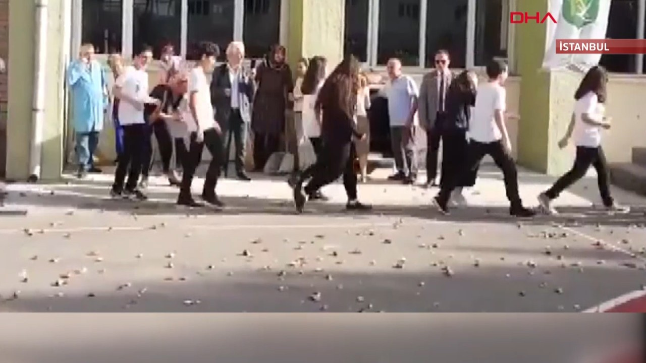 Kadıköy Anadolu Lisesi'ndeki simit atma geleneği hakkında inceleme başlatıldı