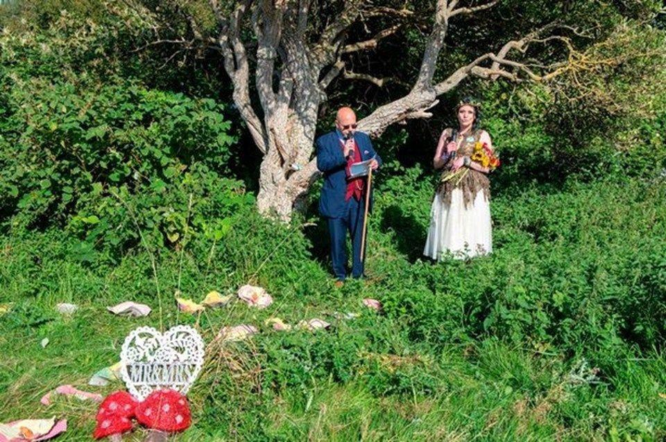 Önce ağaçla evlendi, sonra soyadını istedi! - Sayfa 2