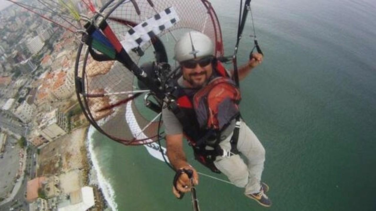 Denize düşen paraşütçü hayatını kaybetti