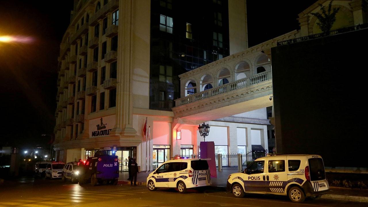 İstanbul'da otomatik silahlarla AVM'yi taradılar!