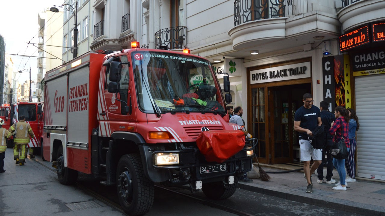 İstanbul'da otelde yangın!.. Yaralılar var!
