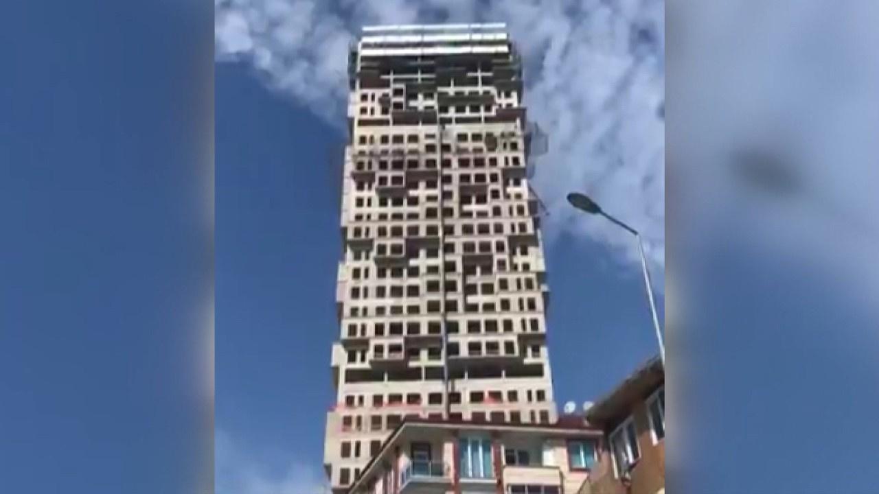 Bina böyle sallandı