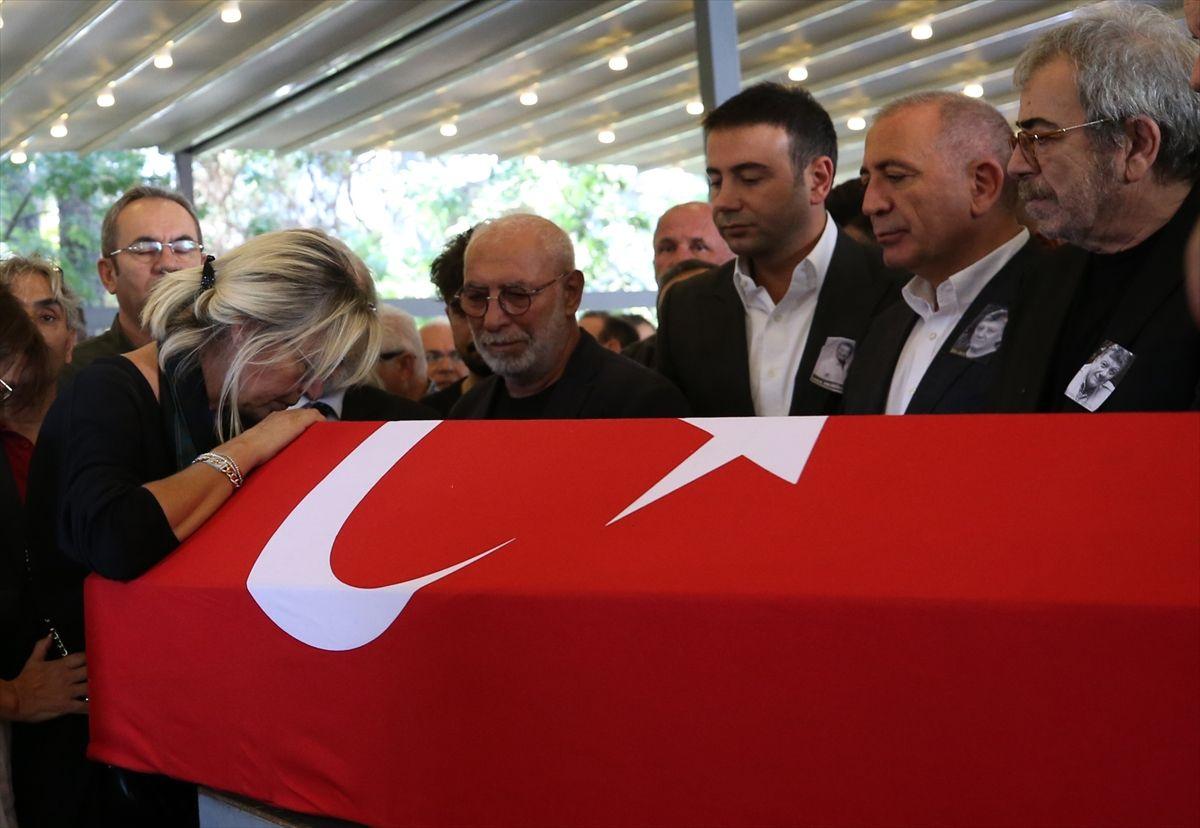 Tarık Ünlüoğlu'nun cenazesinde yine aynı skandal - Sayfa 1