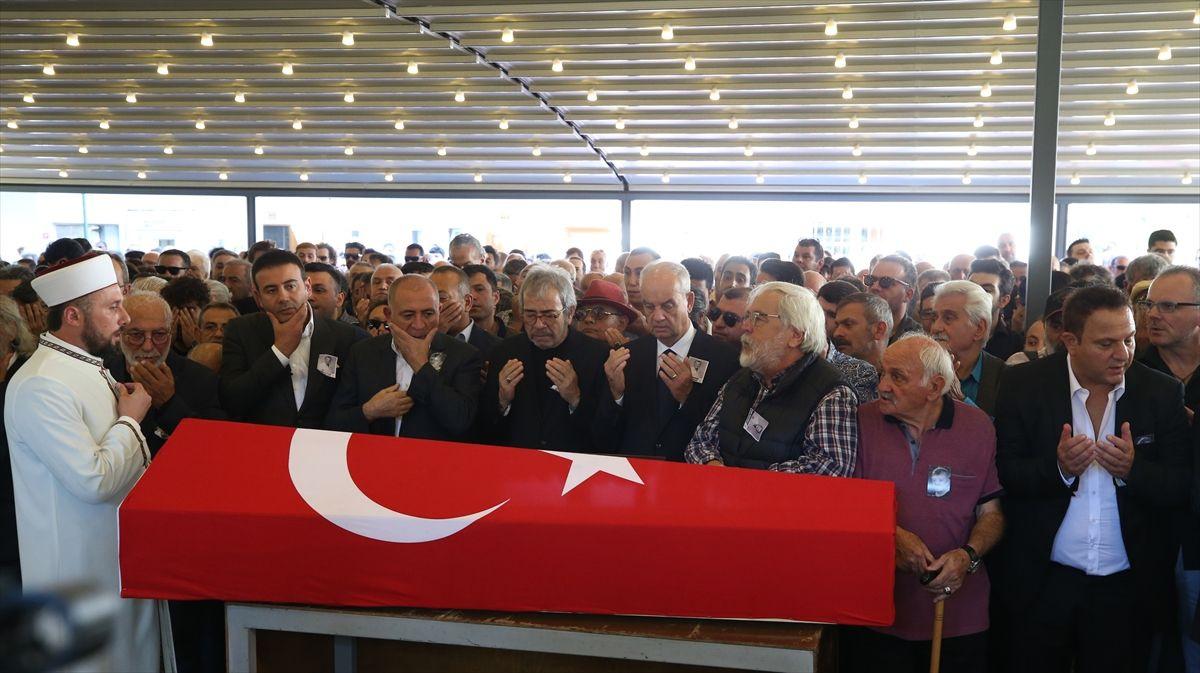 Tarık Ünlüoğlu'nun cenazesinde yine aynı skandal - Sayfa 3